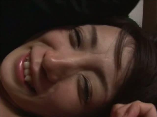【七咲楓花】八重歯美女とお家でハメ撮り! 電マでヒクヒク痙攣!