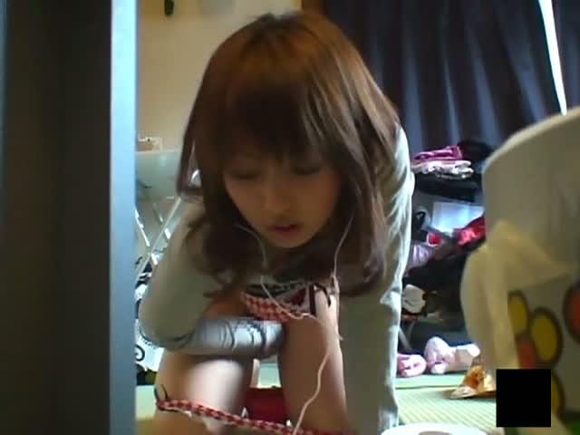 実の姉のマンズリでオナニーしまくれる家庭内盗撮動画