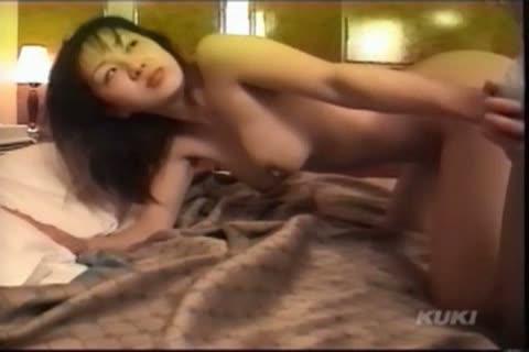 ホテルにて、人妻のハメ撮り無料obasan動画。母乳が出る美熟女人妻をホテルに連れ込みハメ撮り開始!美味しそうにフェラした肉棒を母乳を絞りながらおねだり!