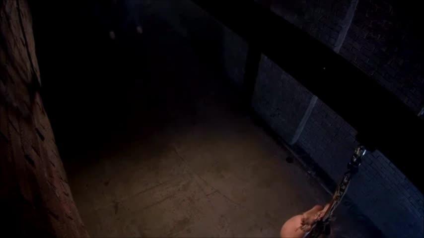 熟女奴隷が地下で緊縛拷問調教で泣き叫ぶ。両手足を拘束されたまま吊し上げられ力強い鞭打ちに「痛い!いやぁぁぁ!」と悲鳴を上げる。